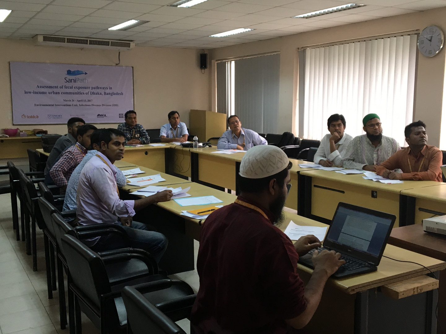 SaniPath training is underway in an office in Dhaka.