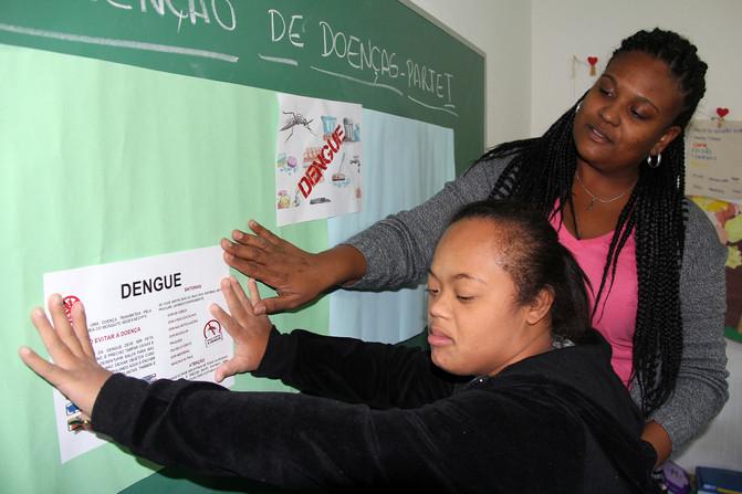 Educando para o Mundo - Prof. Gabriela de Araújo