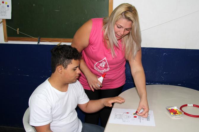Educando para o Mundo - Prof. Ariane Labriola