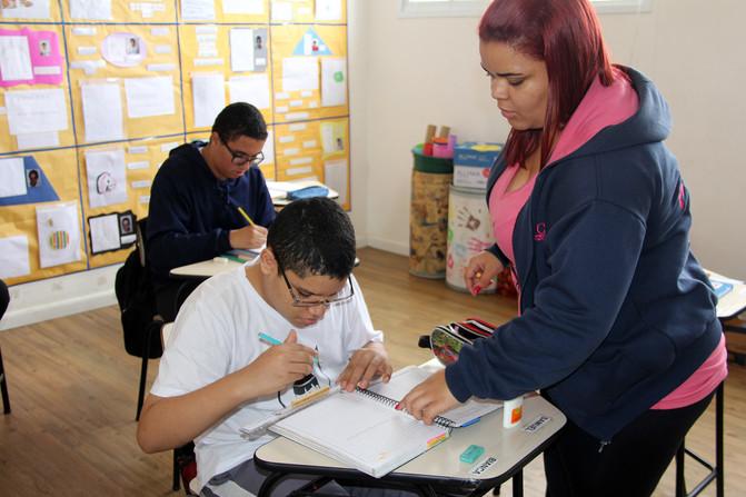 Educando para o Mundo - Prof. Ana Paula