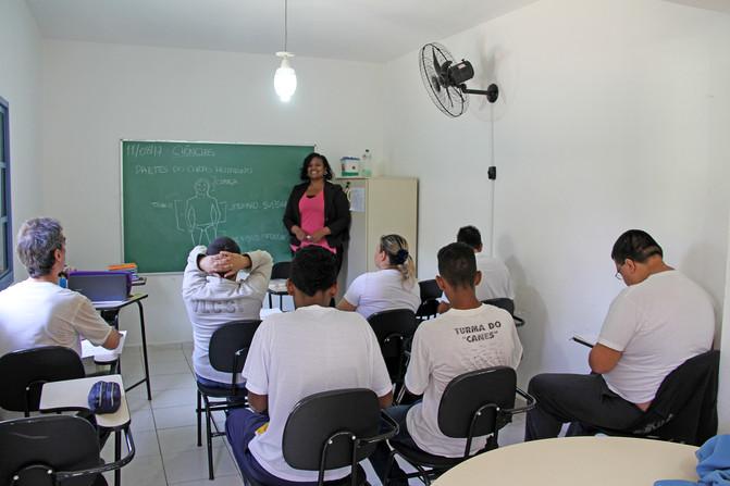 Educando para o Mundo - Prof. Gabriela Minucci