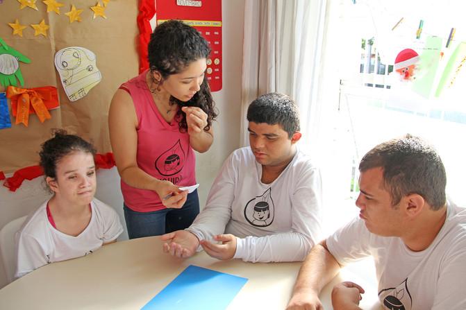 Educando para o Mundo - Prof. Leila de Paula