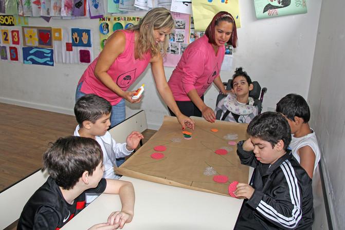 Educando para o Mundo - Prof. Fernanda Coito e Prof. Adriana Gomes