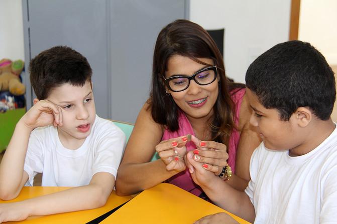 Educando para o Mundo - Prof. Pâmela de Oliveira