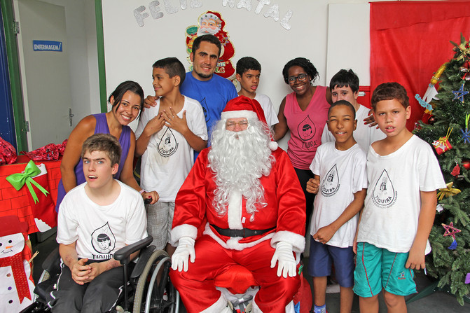 Visita do Papai Noel e entrega dos presentes