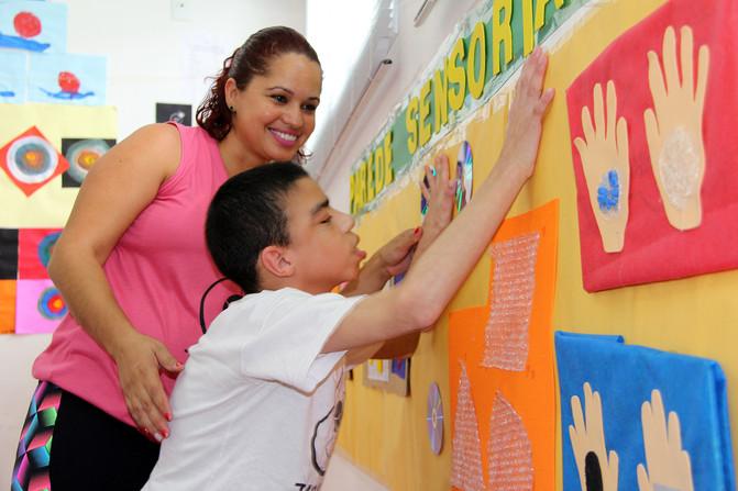 Educando para o Mundo - Prof. Fernanda Coito