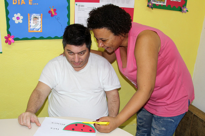 Educando para o Mundo - Prof. Cláudia Maria