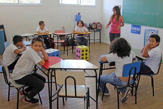 Educando para o Mundo - Prof. Pamela de Oliveira