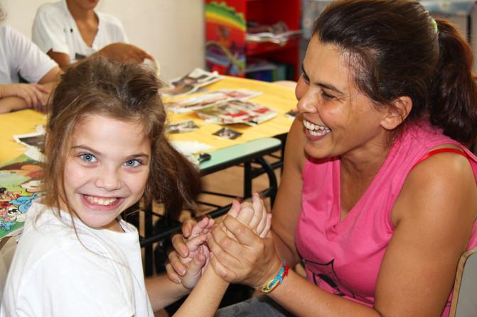 Educando para o Mundo - Prof. Cristiane Araújo
