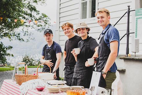 Lystgårdshagen_kafe_frivillige_FotoHann