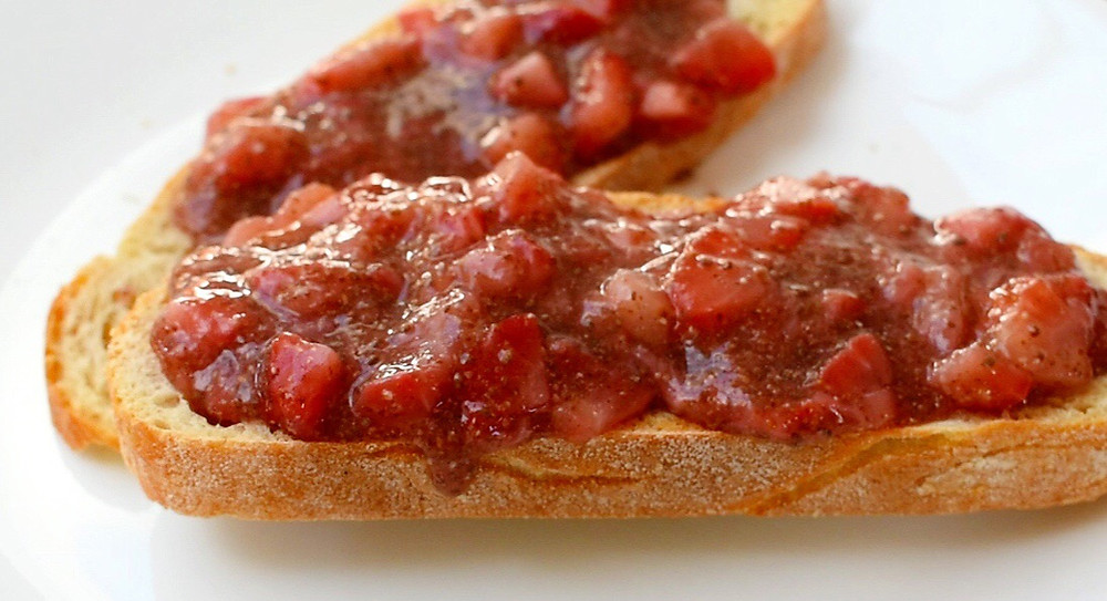 Low FODMAP Strawberry Compote on Toast