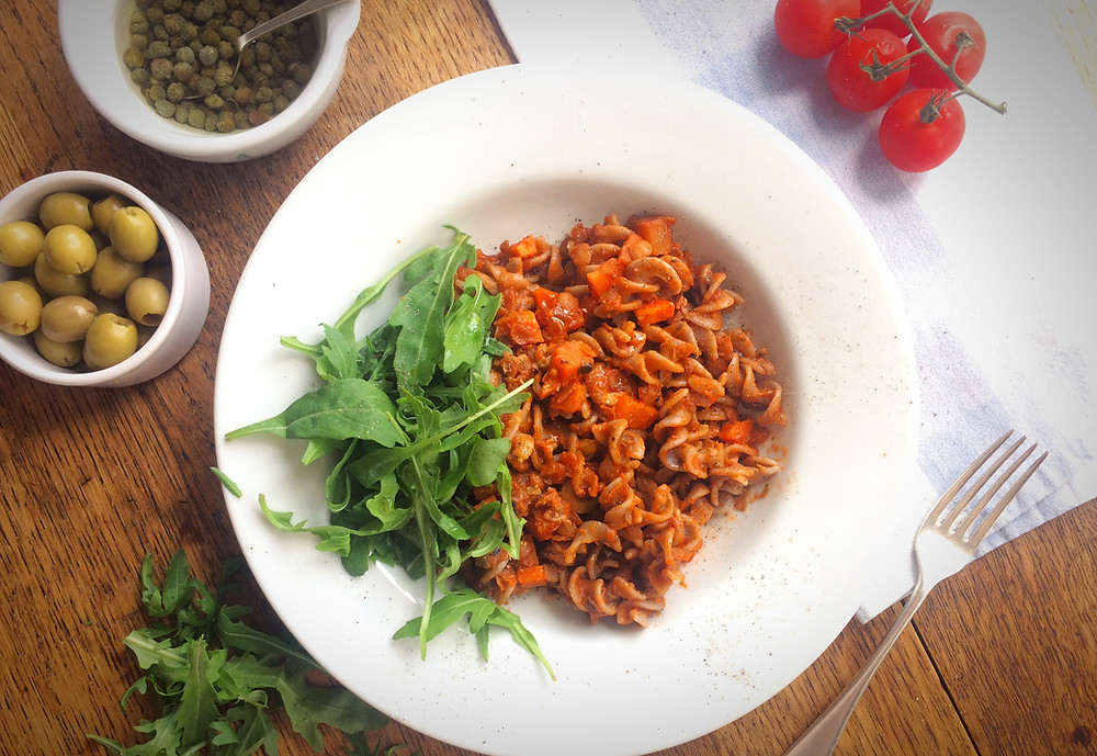 low FODMAP vegan puttanesca pasta