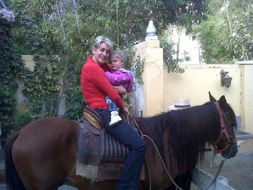 Mia a caballo.jpg