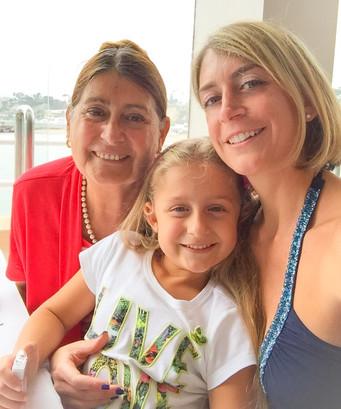Andrea Nonna y Mia.JPG