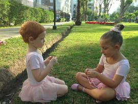 Mia Kouri y Antonia Malo