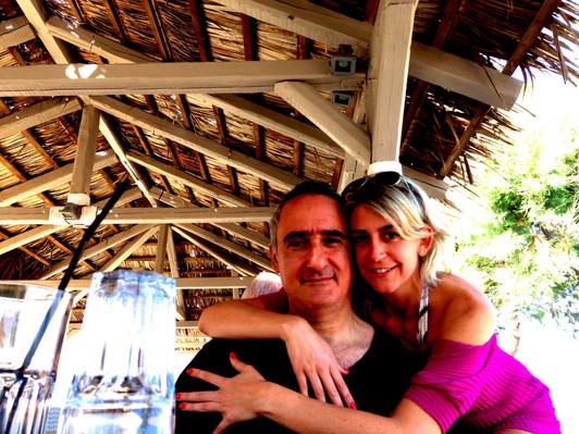Alex Kouri y su esposa Andrea LLona