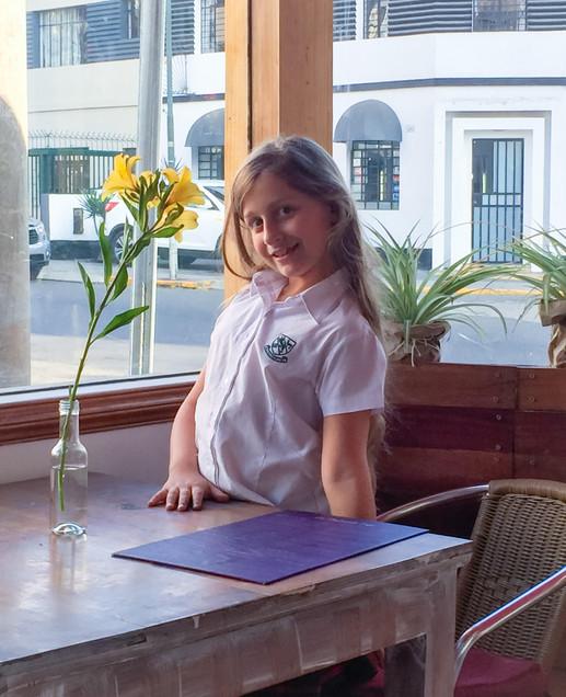 Mia La Postreria flor sonriendo 141117.j
