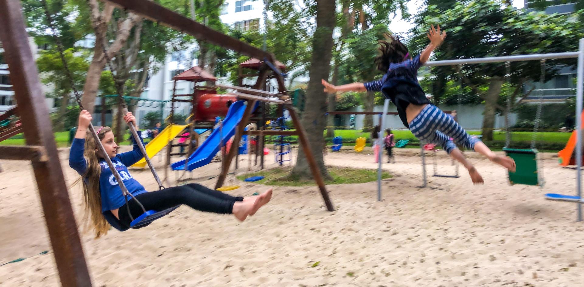 Mia y Azurre parque 8.jpeg