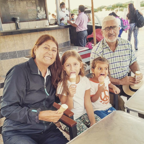 Tatas y nietas helado.JPG