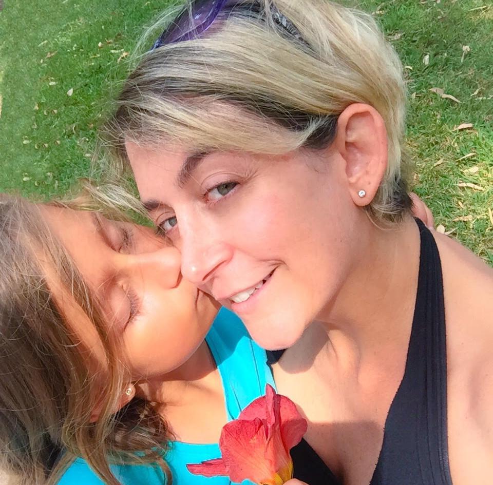 Mama y Mia 180318 parque abadia beso.jpg