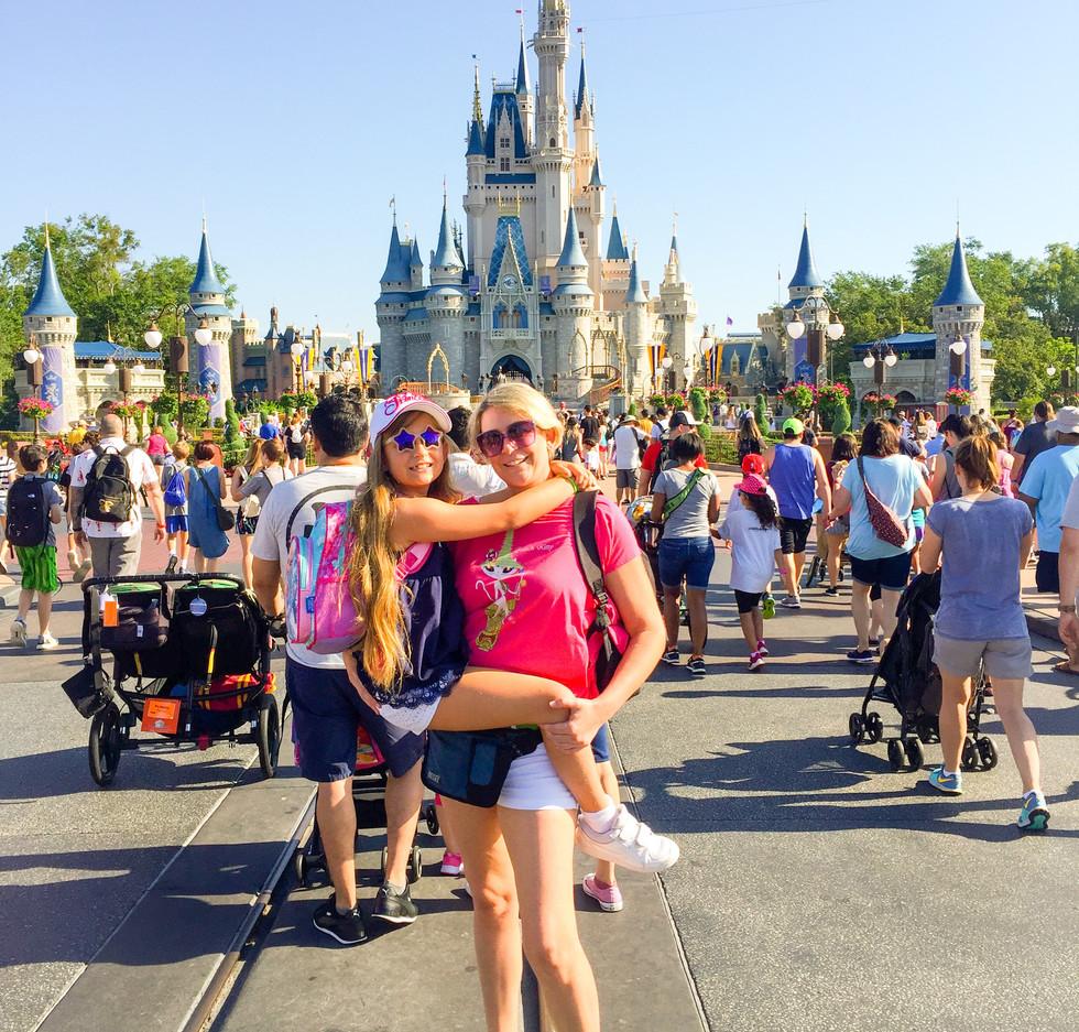 Magic Kingdom mama y Mia.jpeg