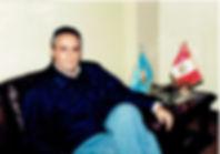 Alexander Kouri (Lima 1964). Político y docente universitario.Graduado en Derecho y Ciencias Políticas en la Universidad de Lima y candidato a Doctor en Derecho por la Universidad de Jaén (España). Fundador y cabeza del partido político Chim Pum Callao.  A lo largo de su carrera política ha ejercido diversoscargos públicos: Presidente de la Sociedad de Beneficiencia Pública del Callao, congresista de la República y Constituyente, tres veces elegido Alcalde y Presidente Regionalde la Provincia Constitucional del Callao.  Ha realizado la maestría en Seguridad, Crisis y Emergencias en el InstitutoOrtega y Gasset (IUOG), maestría en Inteligencia y Contra Inteligencia por el CISDE (España) y estudios avanzados en Operaciones Psicológicas y de Propaganda. Finalmente, ha realizado curso de Derechos Fundamentales y Globalización en la Universidad Complutense.  Autor de varios libros relacionados a la jurisprudencia, legistlación, la gestión pública y otros temas relacionados a la polític