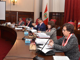 Segunda Sala Penal- Jueces de derecha a izquierda: Dras. Chávez, Pacheco, Dres. Hinostroza, Ventura, Cevallos