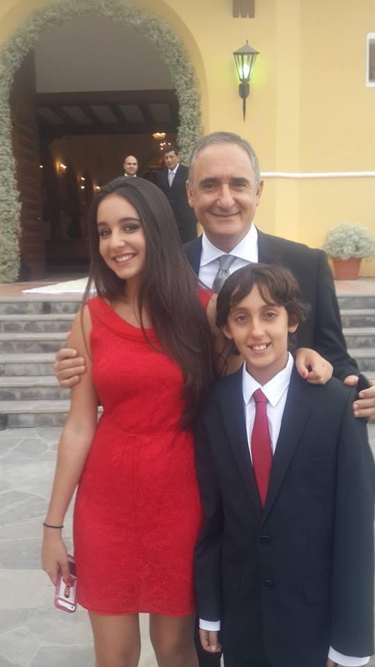 Alex Kouri y sus hijos