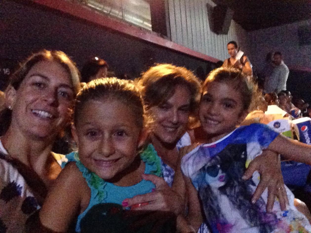 con Esperanza Puig y Isabella Sala en cine.jpg