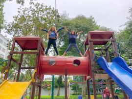 Mia y Azurre parque 7.jpeg