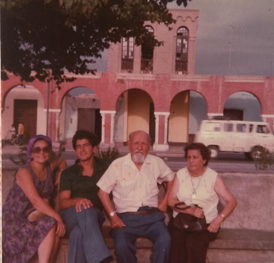 Mama Luz, Papa, Papa Juan, Zoila.jpg