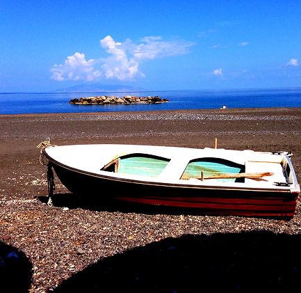 La barca by Andrea LLona Barreda de Kour
