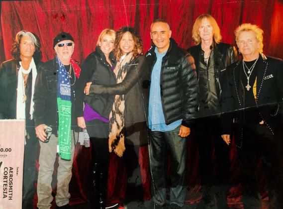 Andrea LLona, amiga de Tyler de Aerosmith, comparte  concierto con su novio Álex Kouri, exalcalde y presidente regional del  callao