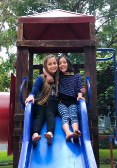 Mia y Azurre parque 5.jpeg