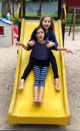 Mia y Azurre parque.jpeg