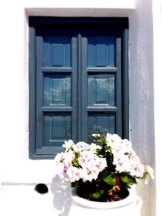 Ventana y flores, Grecia, Santorini.jpg