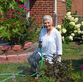 Diane front yard garden[386].jpg
