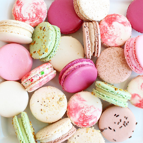 HolidayPack! 7 Macarons