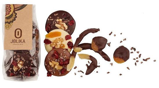 שוקולד עם אגוזים ופירות