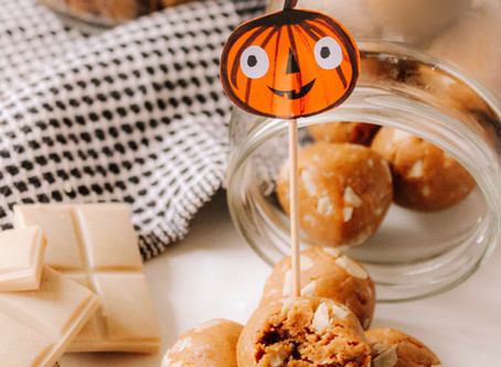 White Chocolate Pumpkin Cookie Dough Protein Bites (Vegan & Gluten-Free)   RECIPE