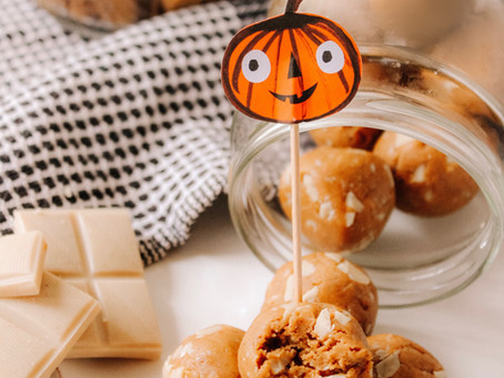 White Chocolate Pumpkin Cookie Dough Protein Bites (Vegan & Gluten-Free) | RECIPE