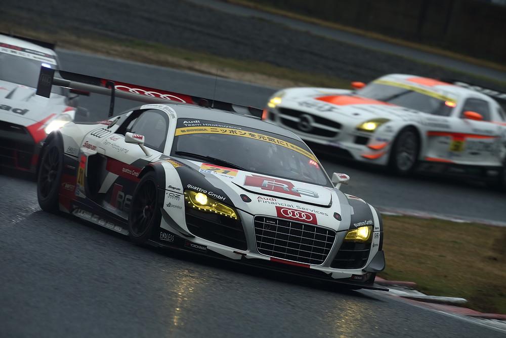 Audi R8 looking good.