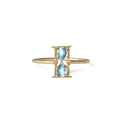 AMULET HOURGLASS RING