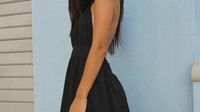 Vestido negro con espalda suelta