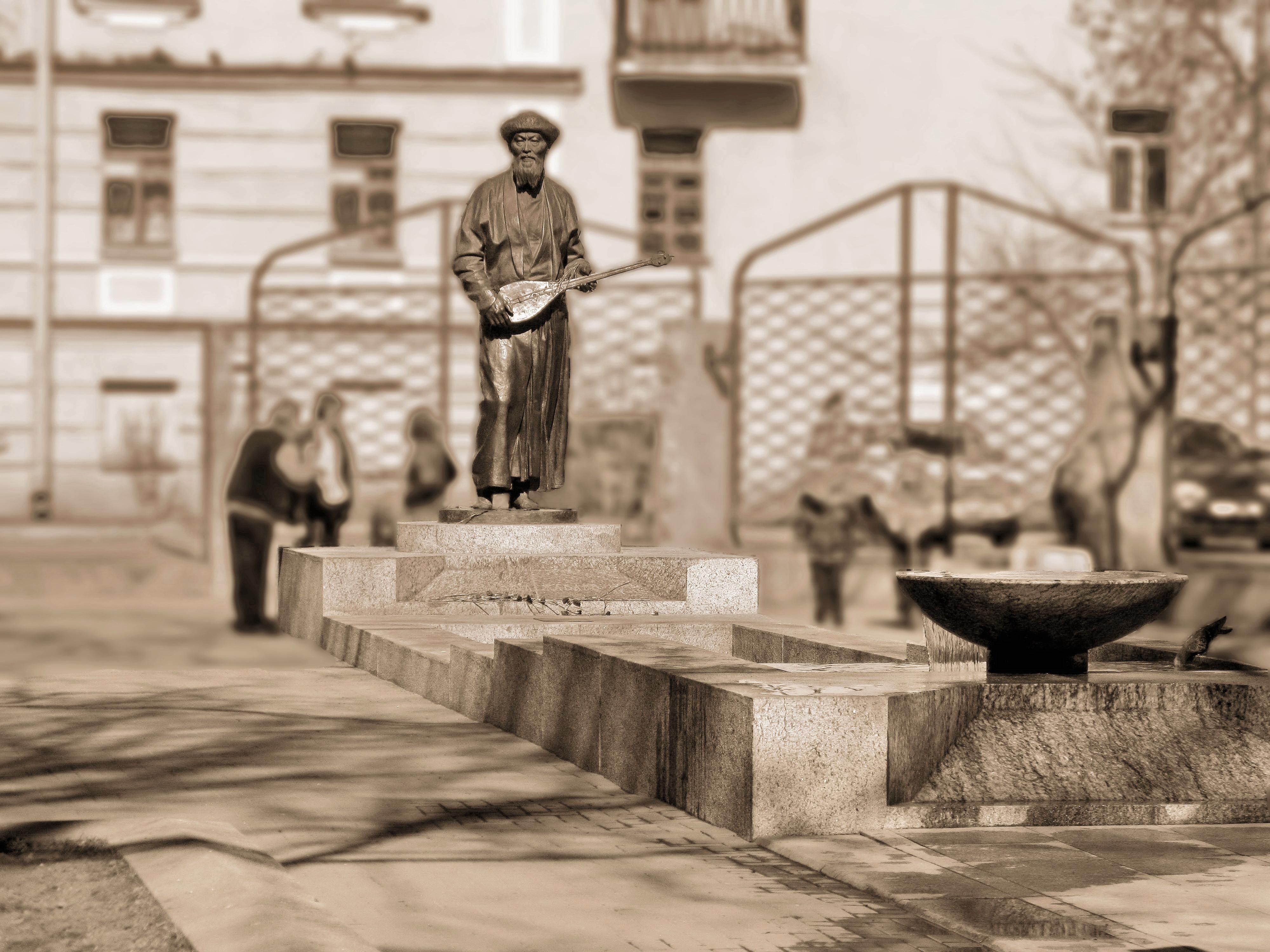 памятник Джамбулу