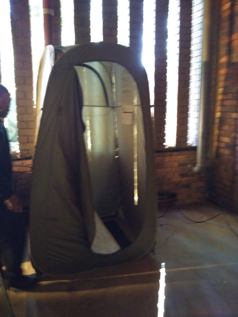 Pop up tent for changing
