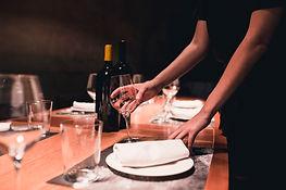 Tafel dekken - Chinees Indisch restaurant Ko Sing