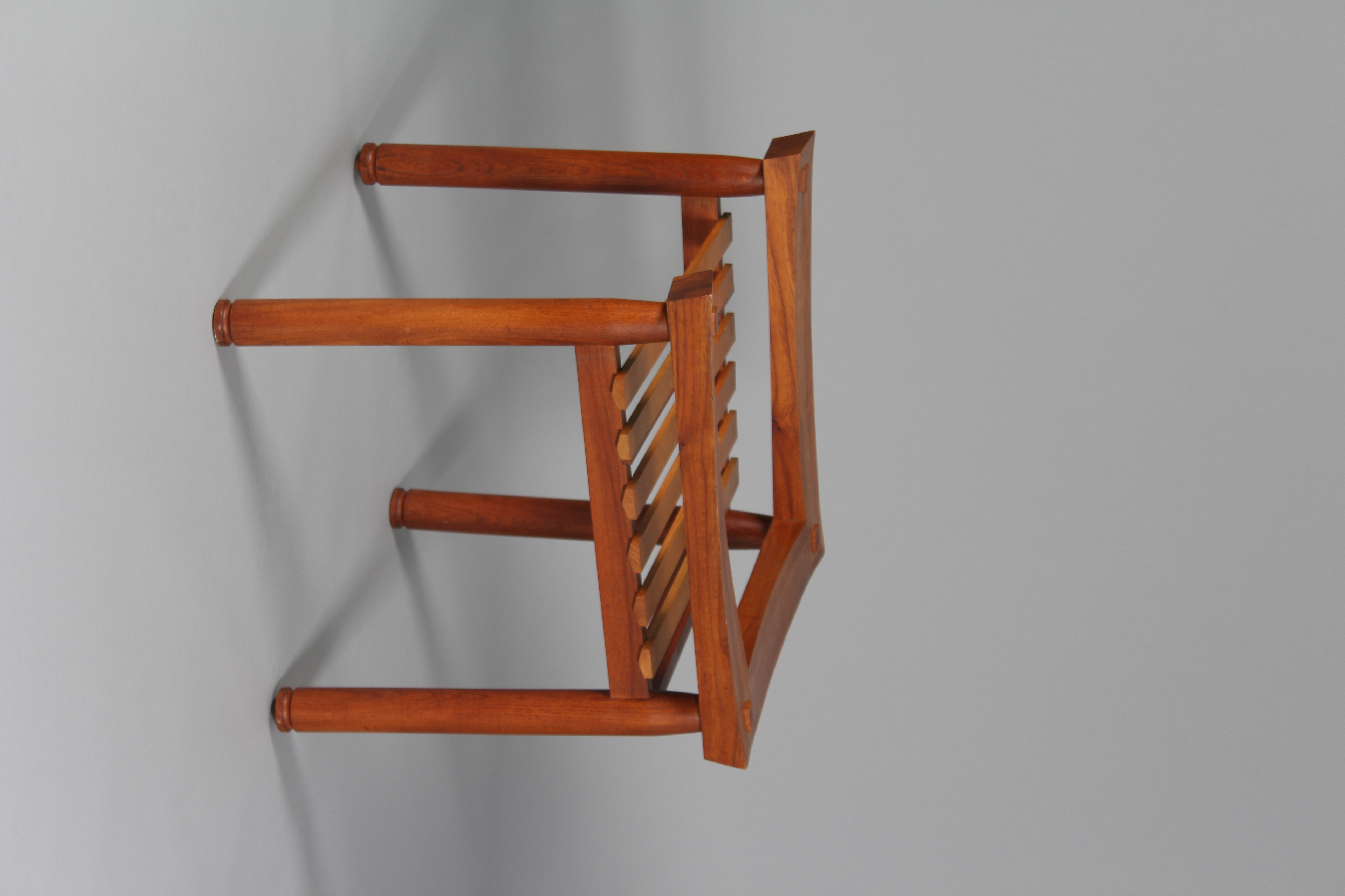 Slat seated chair