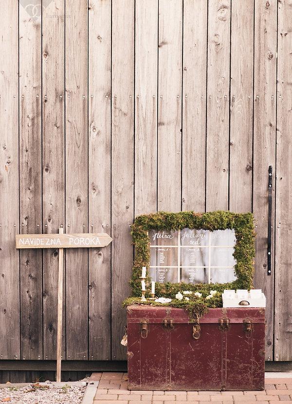 Poročna dekoracija, vintage poroke, vintage kovček, izposoja vintage dekoracjije
