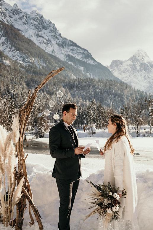 Boho zimska poroka v naravi.jpg